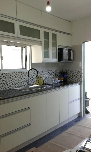 Equipamiento de mueble a reo y bajo mesada carpintero en for Mueble aereo cocina uruguay
