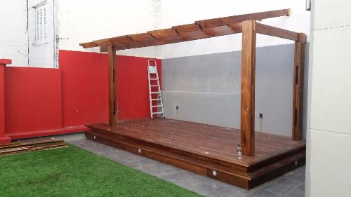 Proceso de instalaci n de un deck a medida carpintero en for Muebles de exterior montevideo