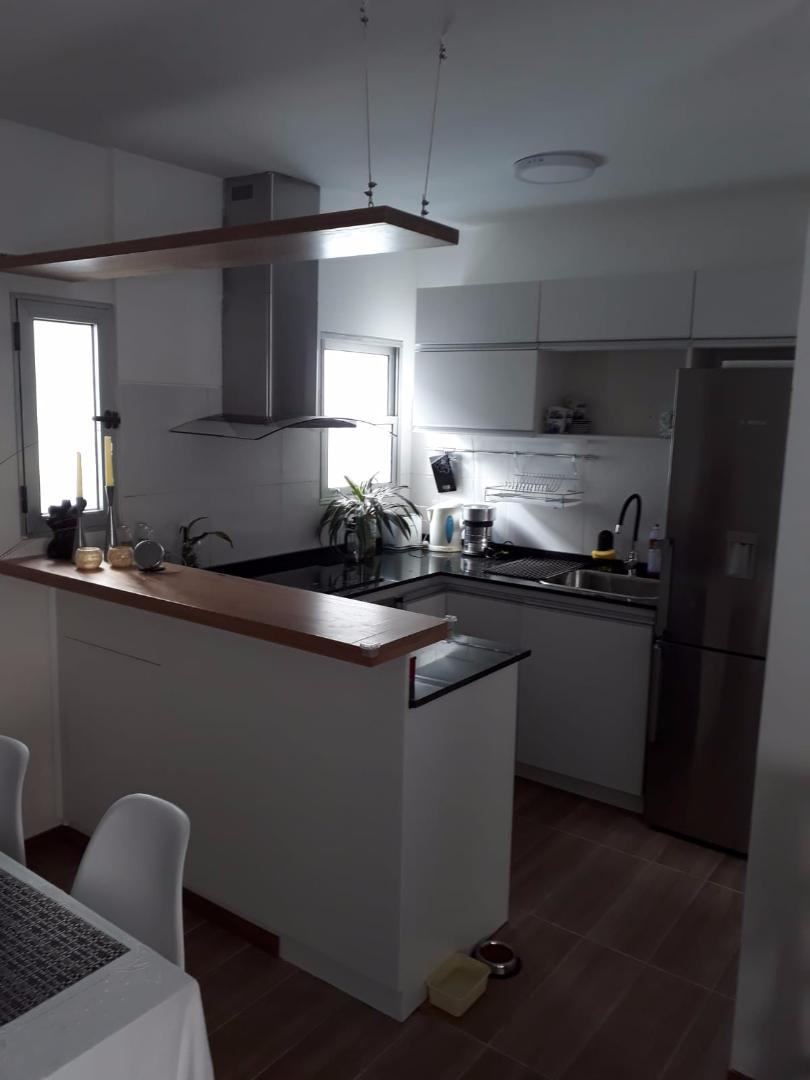 Equipamiento de cocina en melaminico blanco carpintero for Muebles de cocina montevideo