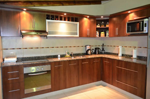 Equipamiento de cocina en melaminico color carpintero en for Muebles de cocina montevideo