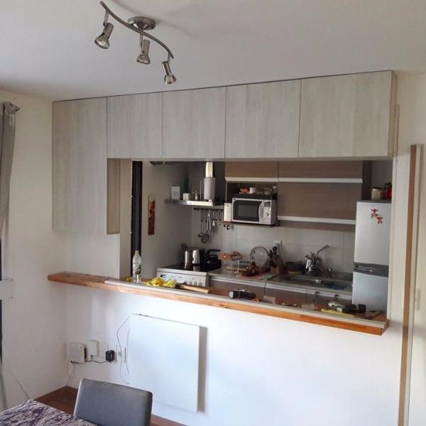 Aereo en melaminico enigma puertas con bisagras for Muebles de cocina montevideo