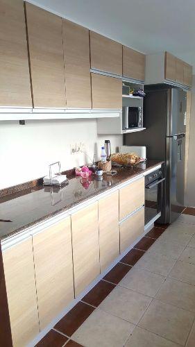 Equipamiento de cocina a medida en roble natural for Muebles a medida montevideo