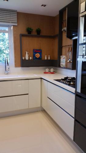 Muebles bajo mesada de cocina en placa brillante for Muebles de cocina montevideo