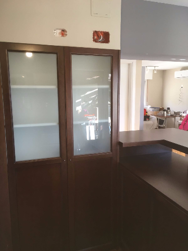 Mueble tipo alacena con isla separador de carpintero en for Muebles de cocina montevideo