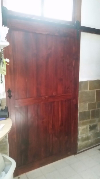 Puerta corrediza tipo granero en madera de, Carpintero en Montevideo ...