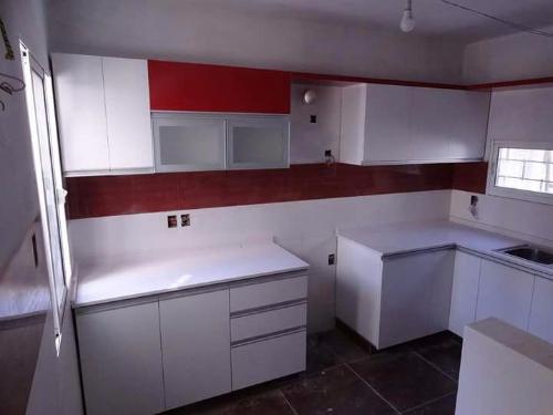 Equipamiento de cocina a medida carpintero en for Muebles de cocina montevideo