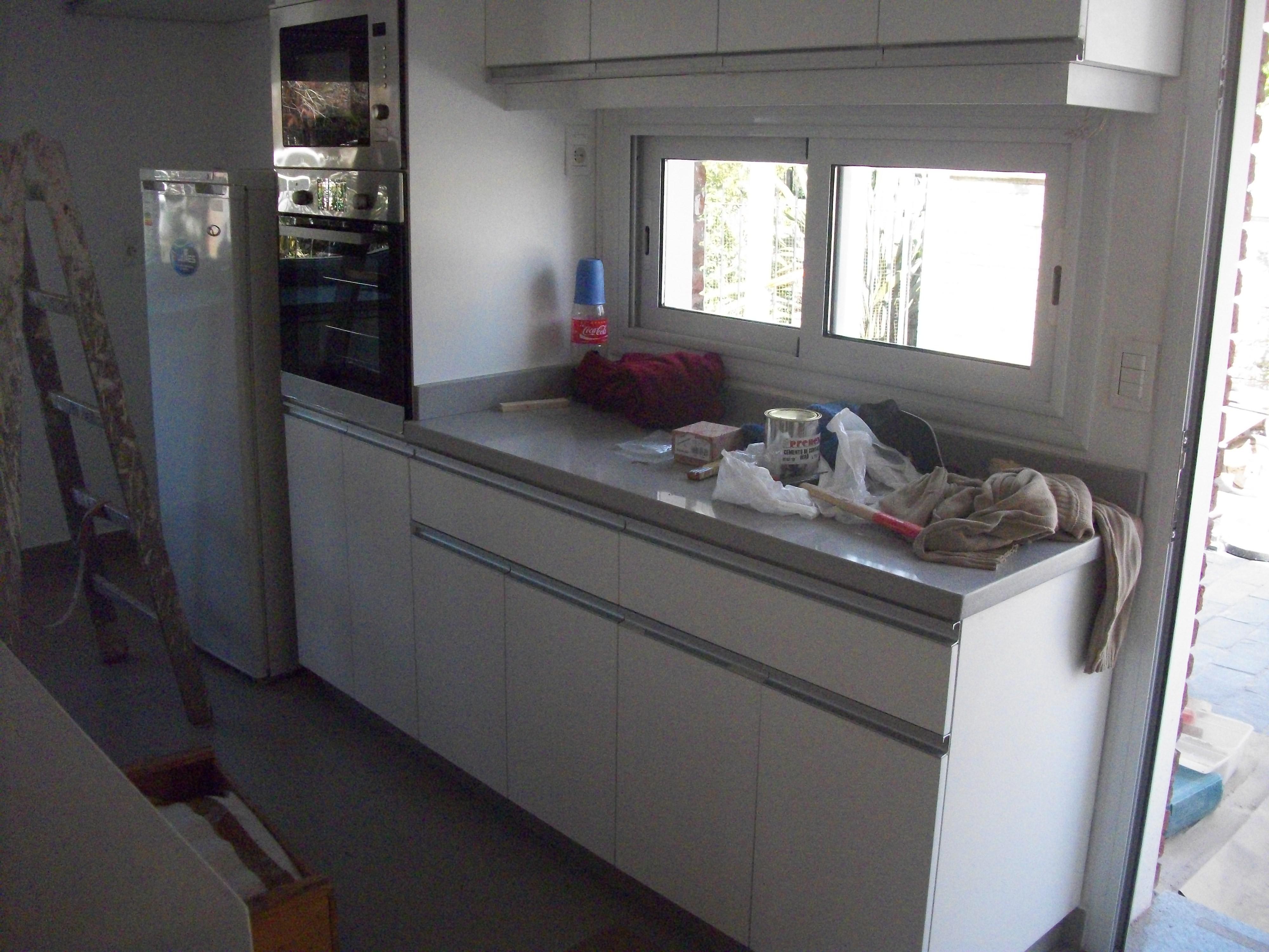 equipamiento de cocina en melaminico blanco carpintero en