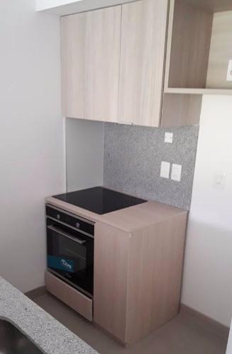 Mueble para horno cocina con cajones y estantes for Muebles de cocina montevideo