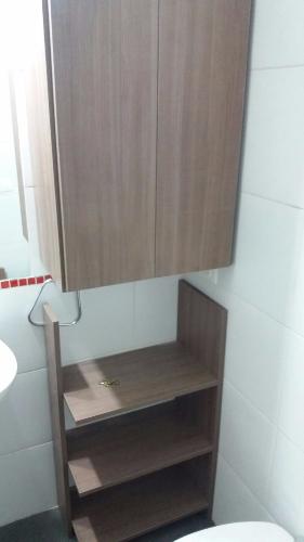 Mueble de ba o en melaminico teca italia carpintero en for Muebles bano montevideo