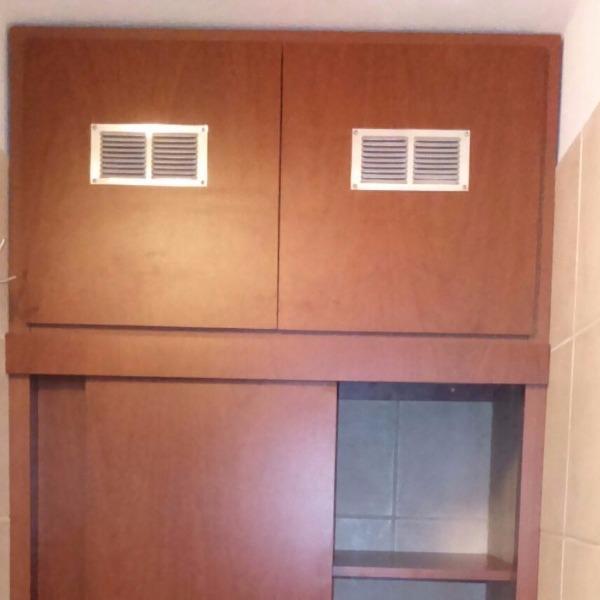 Mueble con puertas corredizas en mdf melamina carpintero for Muebles bano montevideo