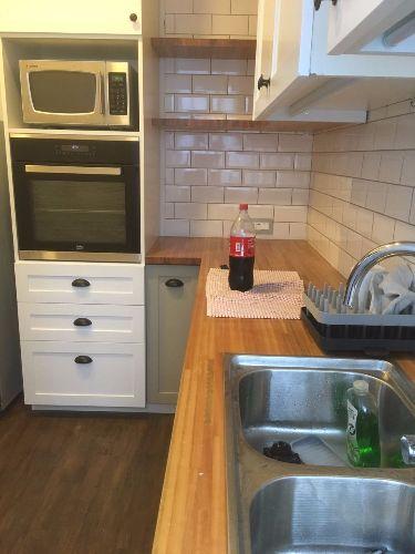 Equipamiento de cocina con puertas laqueadas carpintero for Muebles de cocina montevideo
