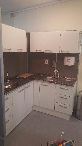Mampara y cocina de laboratorio melaminico carpintero en for Muebles de cocina uruguay