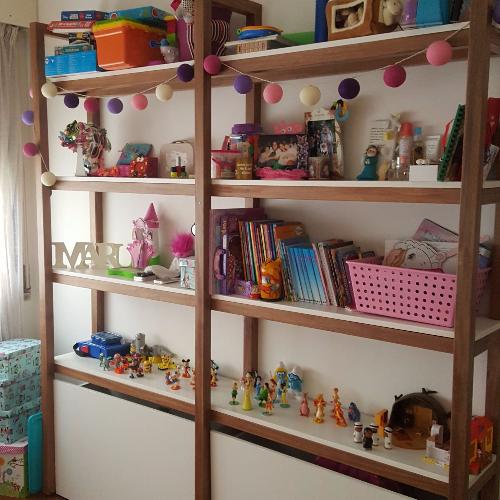 Dormitorio juvenil biblioteca a medida en carpintero en for Sala de estar juvenil