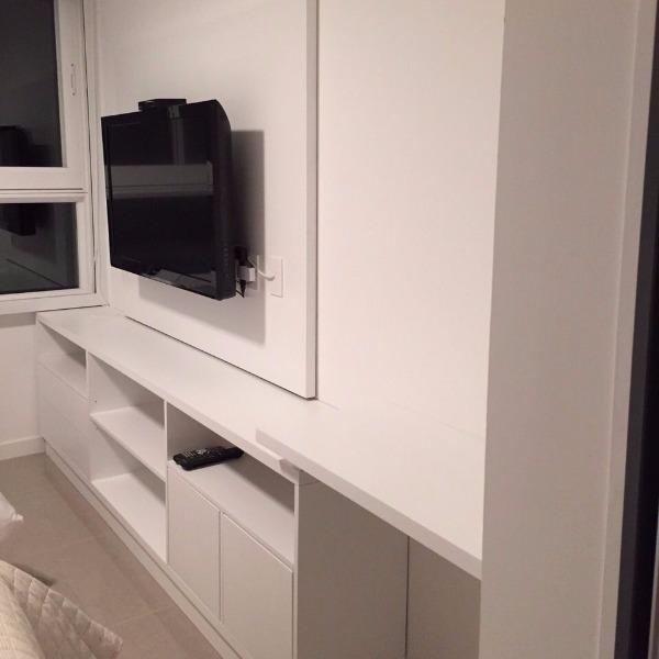 Panel de tv para dormitorio mesa de luz carpintero en for Mesa para dormitorio