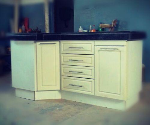 Mueble de cocina mdf pantografiado y laqueado carpintero for Muebles de cocina montevideo