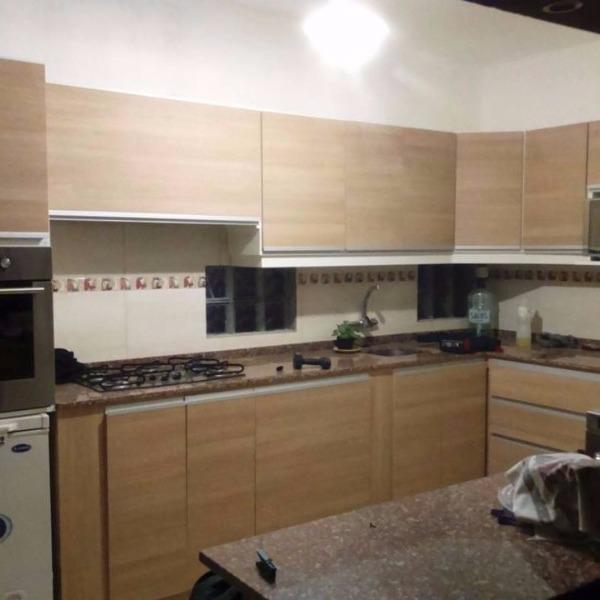 Mueble aereo y bajo mesadas de cocina a medida carpintero for Muebles de cocina montevideo