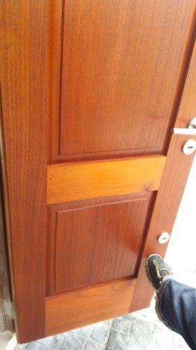 puertas a medida en madera de cedro y eucalipto