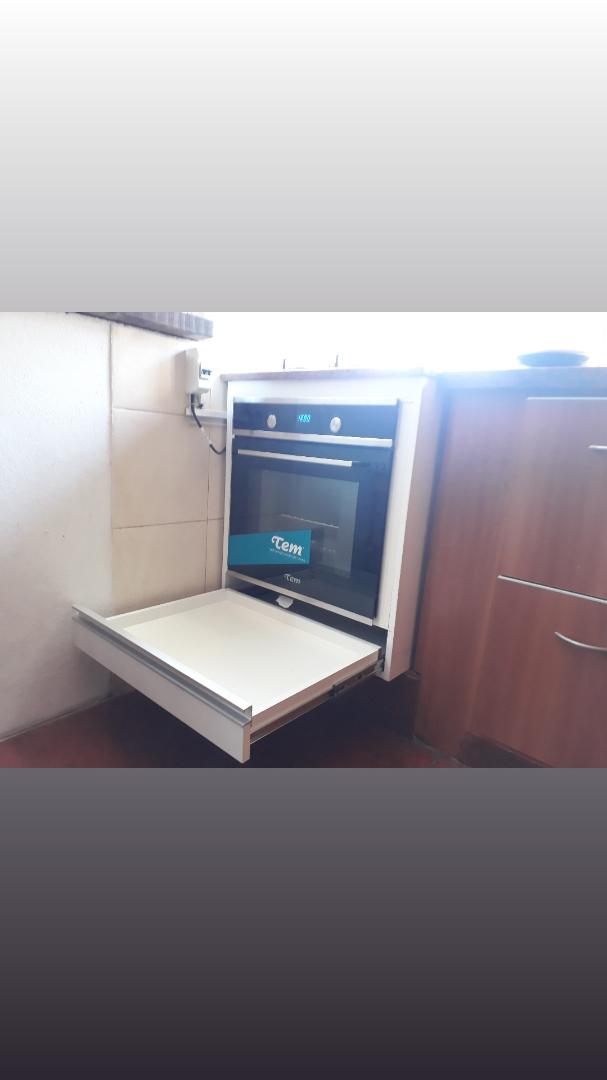 Mueble de cocina para horno empotrado y anafe carpintero for Muebles de cocina montevideo