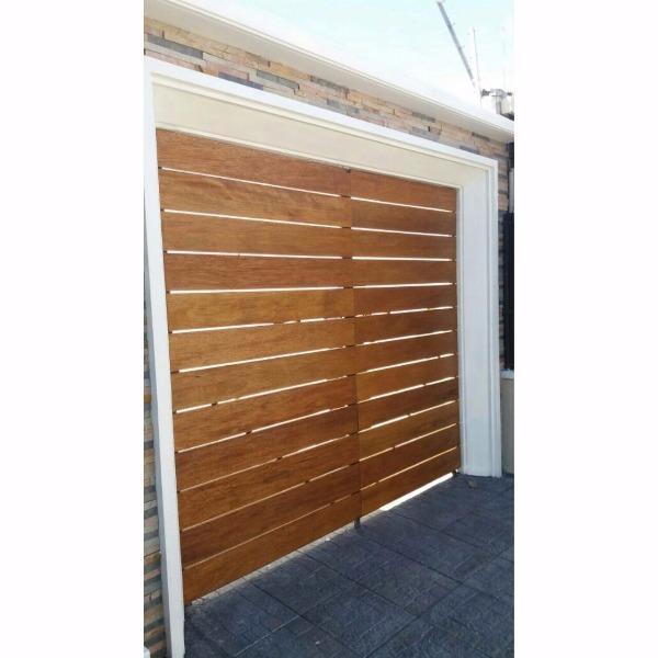 Porton de garaje con tablas horizontales carpintero en for Muebles de exterior montevideo